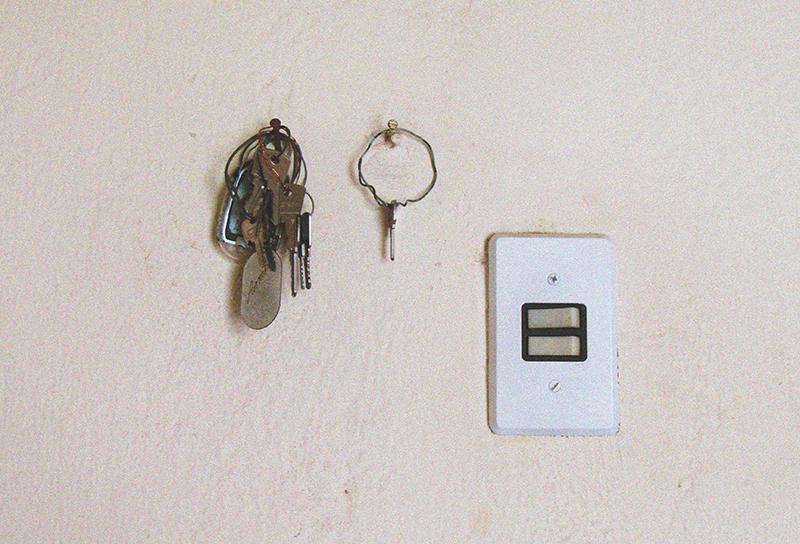 電気のスイッチはこまめに消すと節約か?