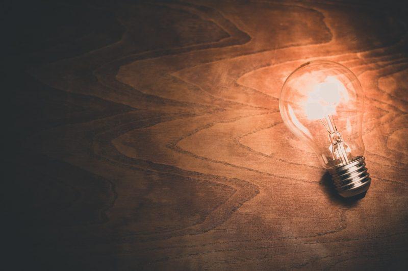 【初めての引っ越し】電気の手続きはどうしたらいいの?